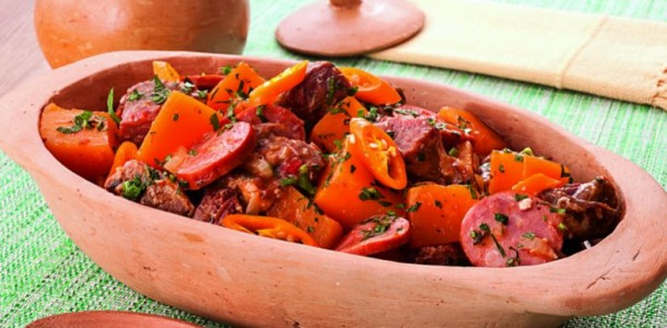 cubos-carne-seca-abobora-linguica