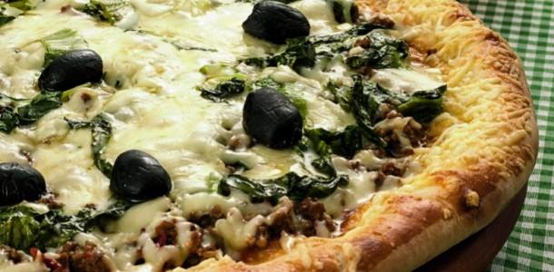 pizza-escarola-carne-moida-mussarela