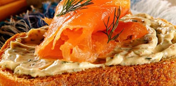 receita-torrada-com-salmao-queijo-cremoso-temperado