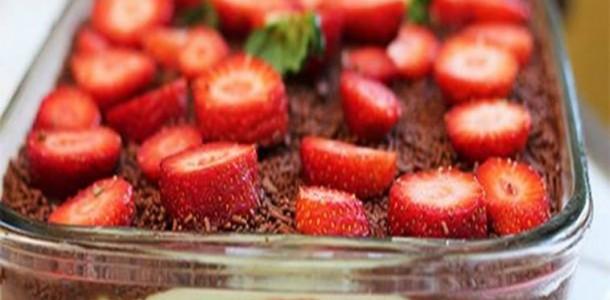 receita-de-torta-de-bolacha-com-morango-e-nutella-culinaria-pra-valer